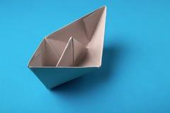 Origâmi de papel do barco Imagens de Stock Royalty Free