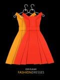 Origâmi vestidos de papel amarelos e do vermelho Imagem de Stock