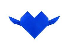 Origami与摇摆的蓝纸心脏 免版税库存图片
