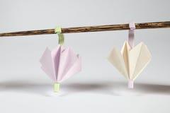 Origami伞和晒衣绳概念 库存图片