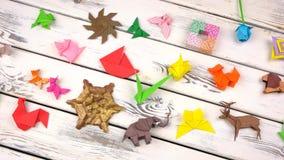 origami形象的汇集在木头的 股票录像