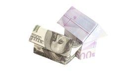 Origami房子由500张欧洲和100美元钞票做成 免版税库存图片