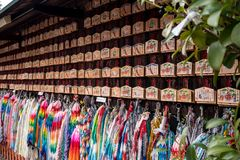 Origami żurawie i modlitewna pastylka zdjęcie stock