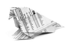 Origami птицы от изолированной газеты Стоковые Фото