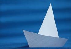 Origami białego papieru jacht Fotografia Stock