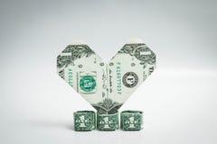 Origami coeur et billet d'un dollar d'anneau un dollar Photographie stock libre de droits