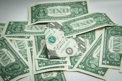 Origami coeur et billet d'un dollar d'anneau un dollar Photographie stock