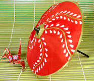 Origami e guarda-chuva Fotografia de Stock Royalty Free