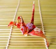 Origami en un suelo de bambú fotografía de archivo libre de regalías