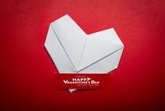 Origami formar pappers- hjärta symbolet för valentindag Arkivfoton