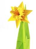 Origami gul pingstlilja arkivfoton