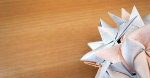 Origami gwiazda nad drewnem fotografia royalty free