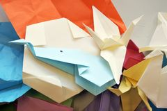 Origami kształty na Stołowym Bacground Obrazy Stock