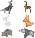 Origami mit Waldtieren, Zahlen vom Papier, ein weißer Hase, ein roter Fuchs, ein braunes Rotwild und ein Bär, ein grauer Eber, Or Lizenzfreies Stockfoto