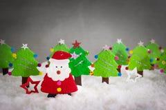 origami, Natale Santa ed albero di Natale realistici con la copia Fotografia Stock