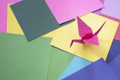 Origami på ett färgrikt papper Arkivfoton