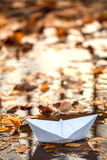 Origami pappers- fartyg Royaltyfria Bilder
