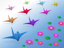 Origami ptaki lata nad wodą Zdjęcia Stock