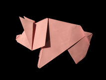 Origami rosafarbenes Schwein getrennt auf Schwarzem Stockfoto
