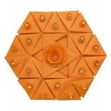 Origami skład Kreatywnie papierowy sześciokąt z kwiat pomarańcze odizolowywającą na białym tle Fotografia Royalty Free