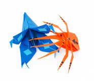 Origami Spinne und blaue Lilie Lizenzfreie Stockfotos