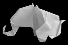 Origami weißer Elefant getrennt auf Schwarzem Lizenzfreies Stockbild