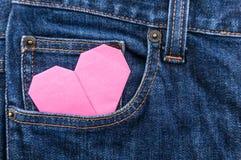 Origamihjärta i blått jeanfack Royaltyfri Fotografi