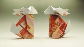 Origamikanin av rubel Arkivbilder