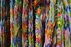 Origamikranar som hänger i Kyoto, Japan Royaltyfria Foton