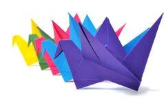 Origamikranen die over wit worden geïsoleerd Stock Afbeelding