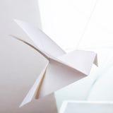 Origamin skyler över brister duvan Fotografering för Bildbyråer