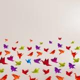 Origamipapiervogel auf abstraktem Hintergrund Lizenzfreie Stockfotos