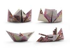 Origamiskepp av femhundra eurosedlar Arkivfoto