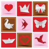 Origamitiere u. Liebessymbole Stockfotografie