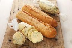 Origan composé de coriandre de romarin de thym de baguette d'herbe de beurre de pain à l'ail Images stock