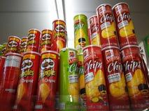 Original de Pringles e microplaquetas de Londres imagens de stock