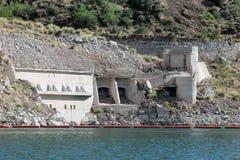 Original- pumpstation, Theodore Roosevelt Dam, Gila County, Roosevelt Lake, AZ royaltyfria bilder