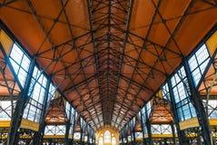 Original- tak av den stora saluhallen i Budapest Arkivbilder