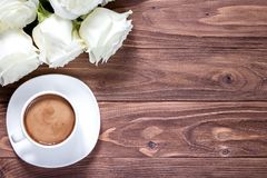 Original wallpaper with wooden desk and romantic exposition of white roses and cup of coffee Royalty Free Stock Photo