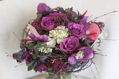 Origineel een bos van bloemen van Anthurium, hellebores, rozen, anjers Stock Afbeeldingen