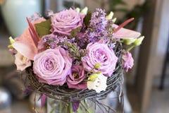 Origineel een bos van bloemen van Anthurium, hellebores, rozen, anjers Stock Fotografie
