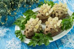 Originele feestelijke snack in vorm van grappige egels stock foto's