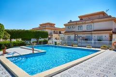 Orihuela, Hiszpania Czerwiec 06, 2016: Mieszkania dla turystów blisko morza w Hiszpania Fotografia Royalty Free
