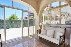Orihuela Spanien Juni 15, 2016: Lägenheter för turister nära havet Royaltyfri Foto