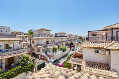 Orihuela Spanien Juni 15, 2016: Lägenheter för turister nära havet Royaltyfri Bild