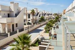 Orihuela Spanien Juni 18, 2016: Lägenheter för turister nära havet Royaltyfria Foton