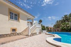 Orihuela Spanien Juni 03, 2016: Lägenheter för turister nära havet i Spanien Royaltyfria Bilder