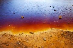 Orilla colorida del lago foto de archivo libre de regalías