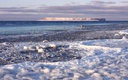 Orilla congelada Imagen de archivo libre de regalías