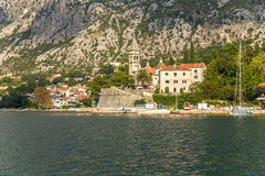 Orilla de la bahía de Kotor Fotografía de archivo libre de regalías